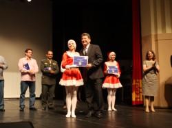 """Biro Turismo recebe selo """"Amigo da Pró-Família 2015"""" no Teatro Carlos Gomes"""